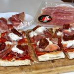Pinsa con Prosciutto Toscano DOP, pomodori secchi e stracciatella